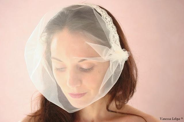 voilette et voile de mariée fait main par créateur francais. tulle blanc et ivoire brodé de perles, de cristaux swarovski