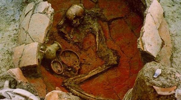 Enterros infantis em potes