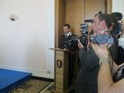 Seguenza della Cerimonia di premiazione. Il Cap. Di Pinto esprime le benemerenze.