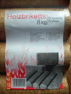 Holzbriketts - brykiet drzewny w kształcie walca.