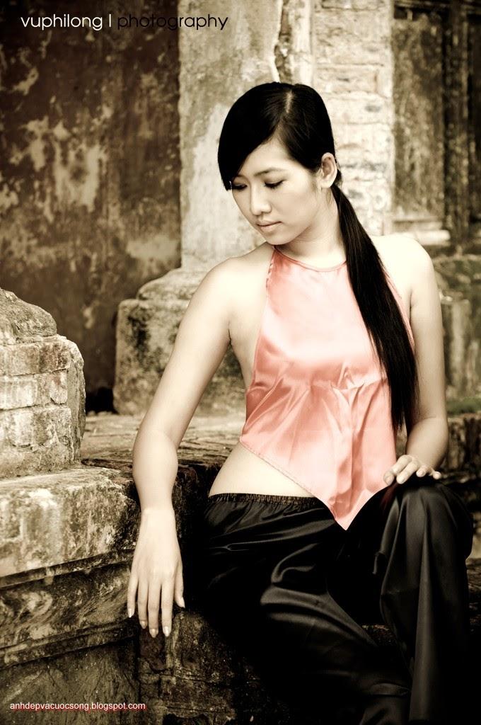 Thiếu nữ duyên dáng với áo yếm xưa 9