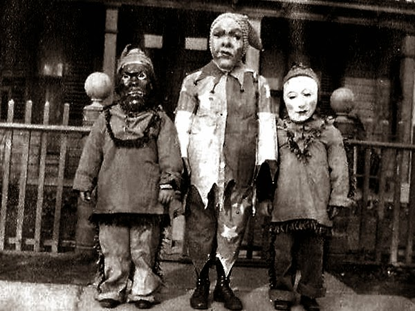 Crazy Halloween Outfits from The Past 9