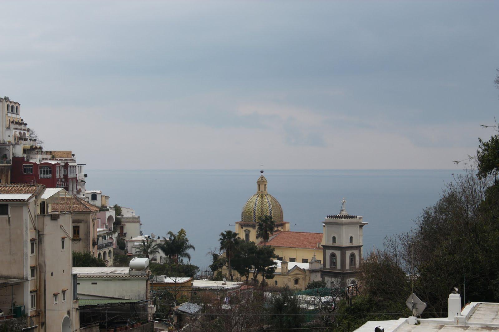 http://1.bp.blogspot.com/-ImykaPMLJGc/TagtaV2NTcI/AAAAAAAAA_w/mtzHz3KZ6XI/s1600/Amalfi+Coast%252C+Positano%252C+Town+view+of+the+dome.JPG
