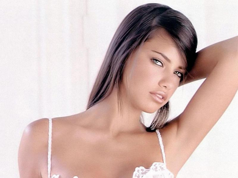 Adriana Lima wallpaper 2011