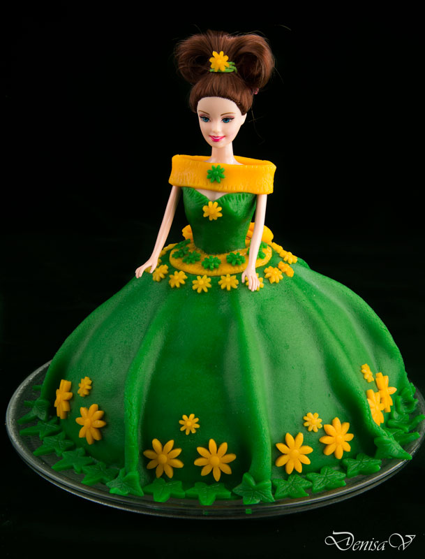 Emerald doll cake Hungry Shots