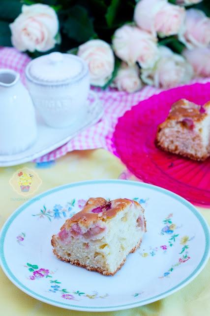 jogurtowe ciasto, rabarbar ciasto, ciasto z rabarbarem, proste ciasto z rabarbarem, ciasto z rababarbarem i i tahiną, tahina rabarbar
