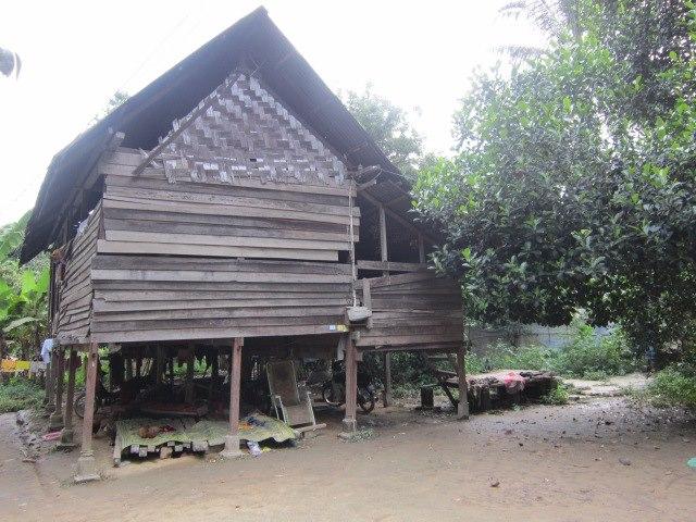 Monier Mat Din ( NGO WARGA KILANG ): Sebuah Rumah Kayu di Kuala Temin