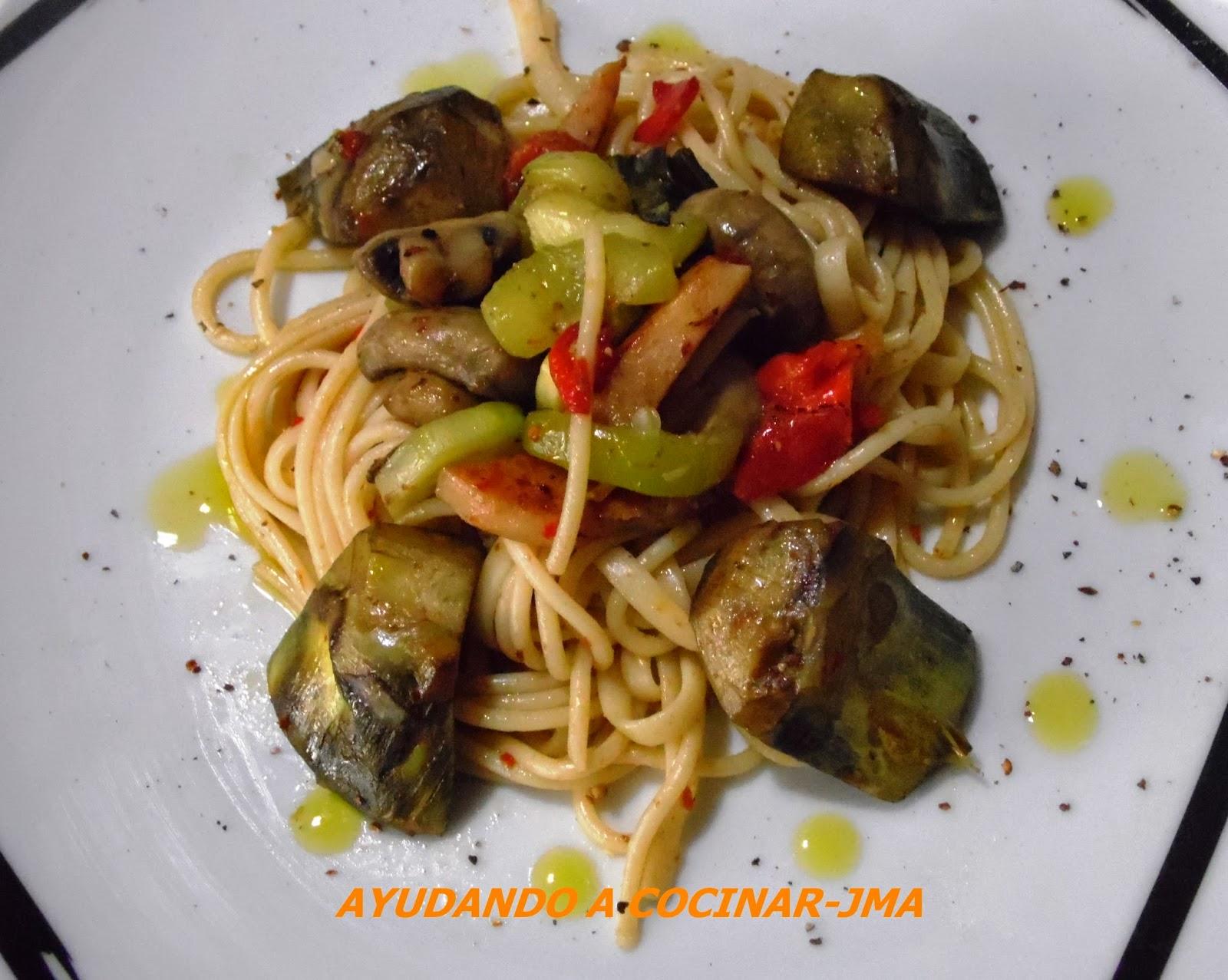 Cocinar Espaguetis | Ayudando A Cocinar Espaguetis Picantes Con Verduras
