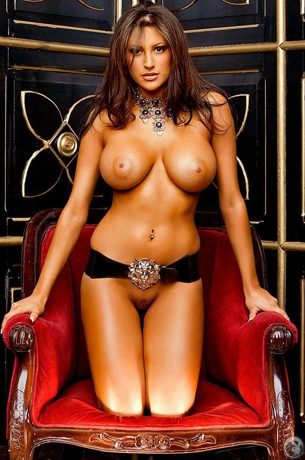 знаменитости фото девушки голые