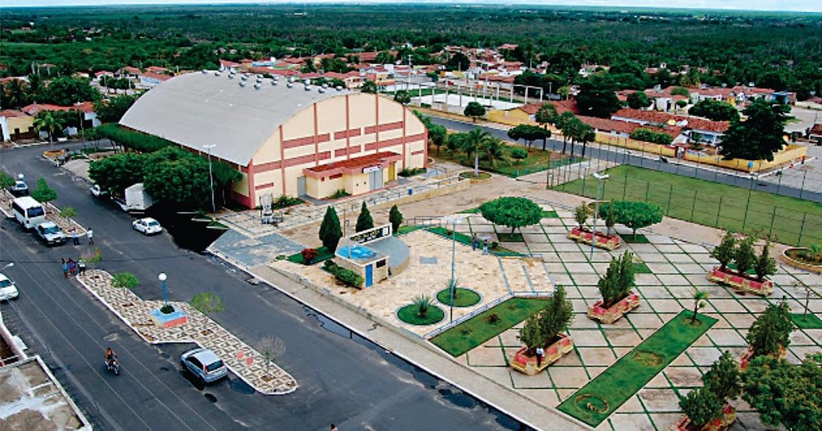 Resultado de imagem para imagem da praça santa luzia com o ginásio poliesportivo em Carnaubais