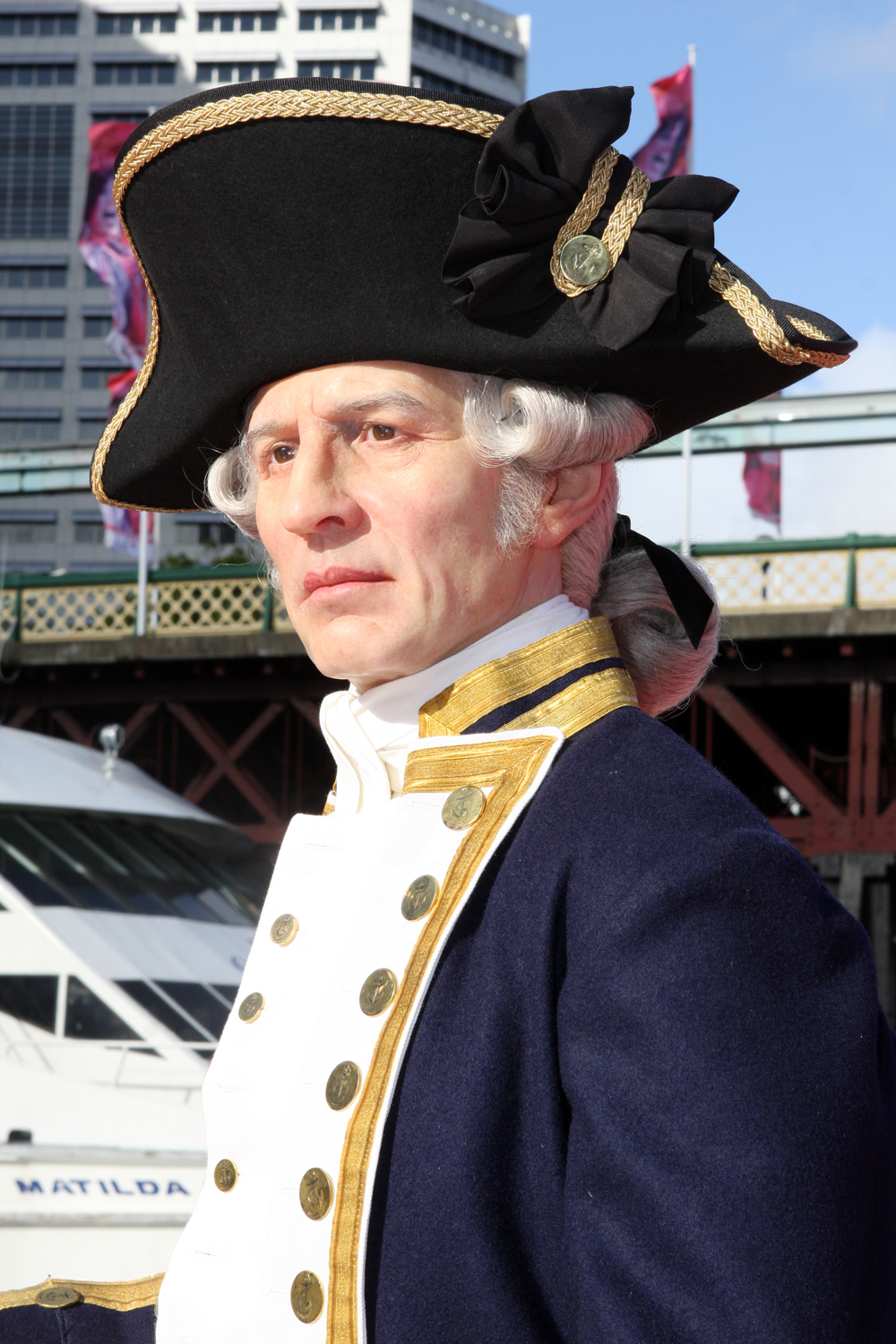 captain james cook The three voyages of captain james cook on behalf of the british admiralty the first, that of the hms endeavour , left england in august 1768 and had its climax on april 20, 1770, when a crewman sighted southeastern australia.