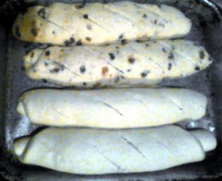 Panes de queso en asadera, sin hornear