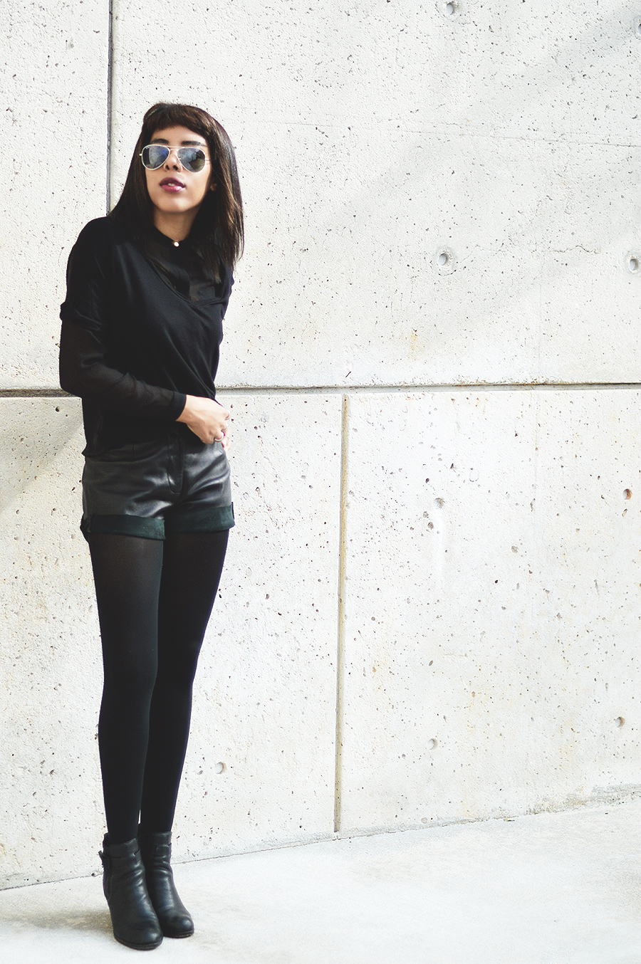 Minimalist Indie Fashion Blogger Anais Alexandre of Down to Stars in H&M and Dolce Vita Rodge Boots with Ray Ban Aviators
