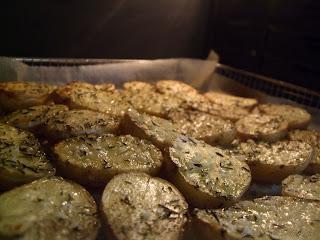 Pommes de terre au four (voir la recette)