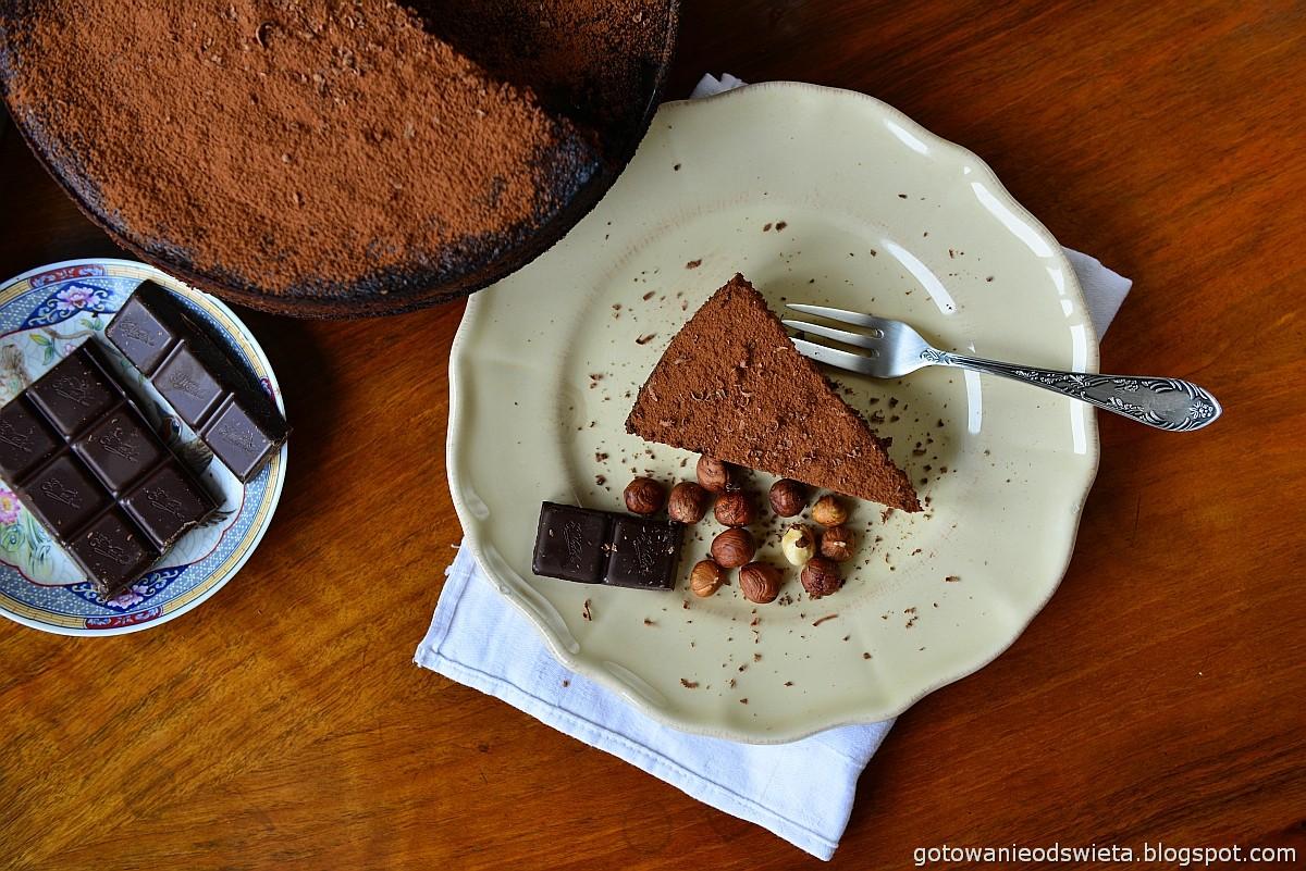 Ciasto czekoladowe z orzechami bez mąki