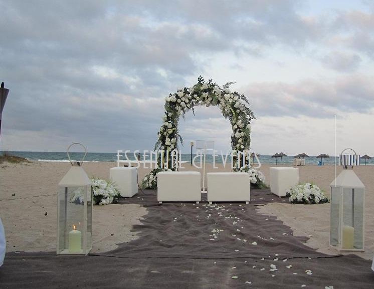 Si estáis buscando una boda diferente y sorprender a vuestros invitados con la decoración de vuestra boda en la playa, no dudéis en contactar conmigo en