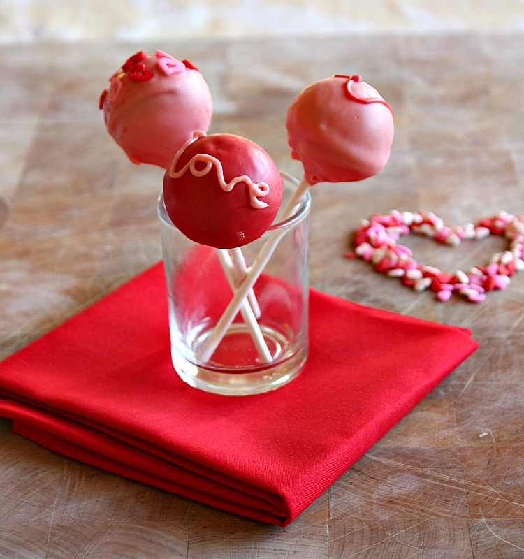 Vanilla Clouds and Lemon Drops: Valentines Cake Pops