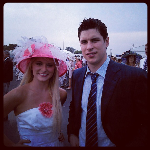 Sidney Crosby with beautiful, Girlfriend Kathy Leutner