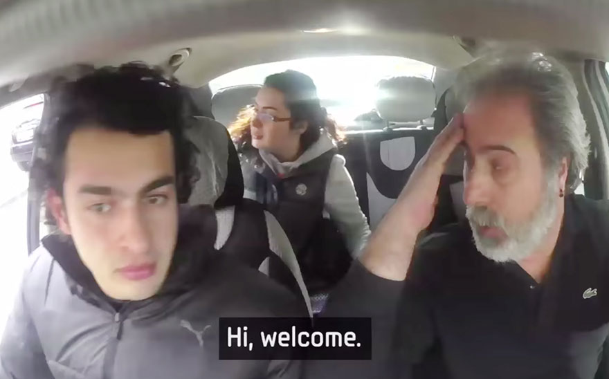 Entire Neighbourhood Secretly Learns Sign Language To Surprise Deaf Neighbor - Et tu, taxi driver?