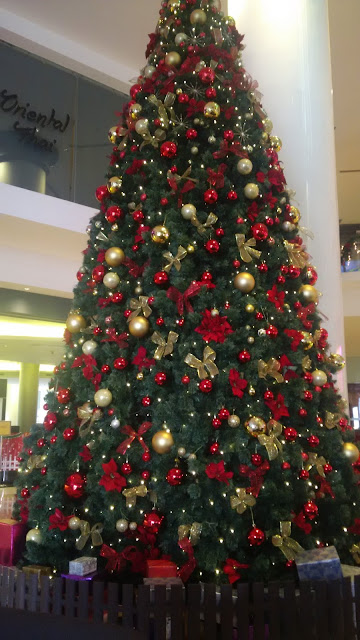 Christmas atmosphere, decorations,  Christmas songs, Christmas trees, promotions for Christmas, Malaysia Christmas 2015,  New Year 2016, tourism,