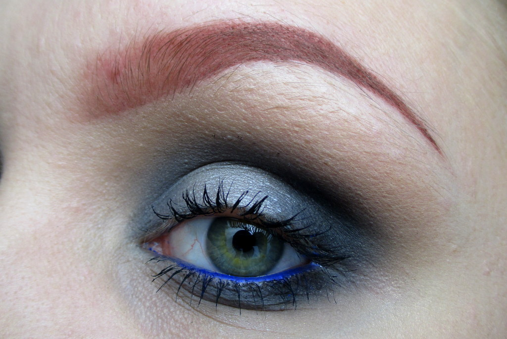 bright makeup tutorial for pale skin including eye liner
