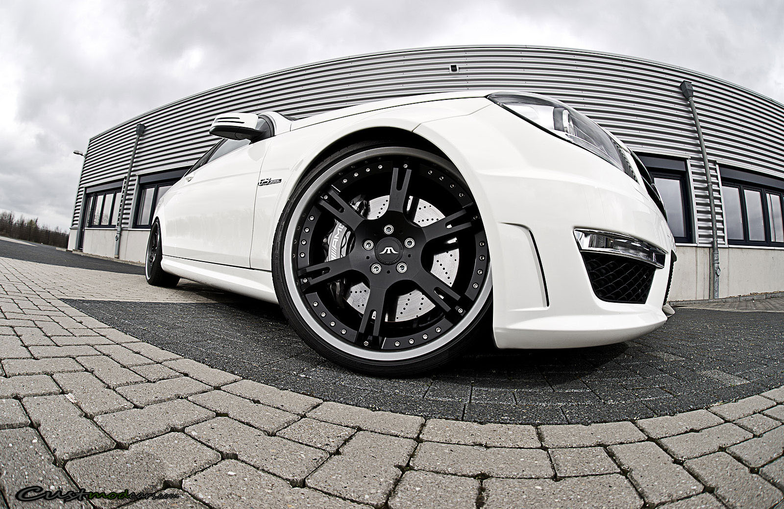 Mercedes benz c63 amg gets 570hp 20 inch wheels and for Custom mercedes benz wheels