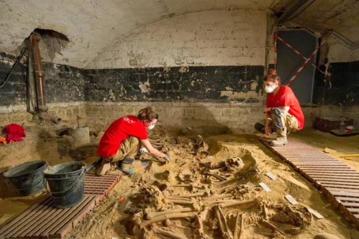 200 Mayat Ditemui Di Bawah Pasar Raya