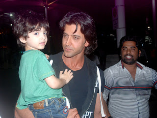 Hrithik with son are return from the Krrish 2 movie schedule