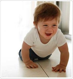 Ekspresi Bayi Paling Lucu Belajar Merangkak