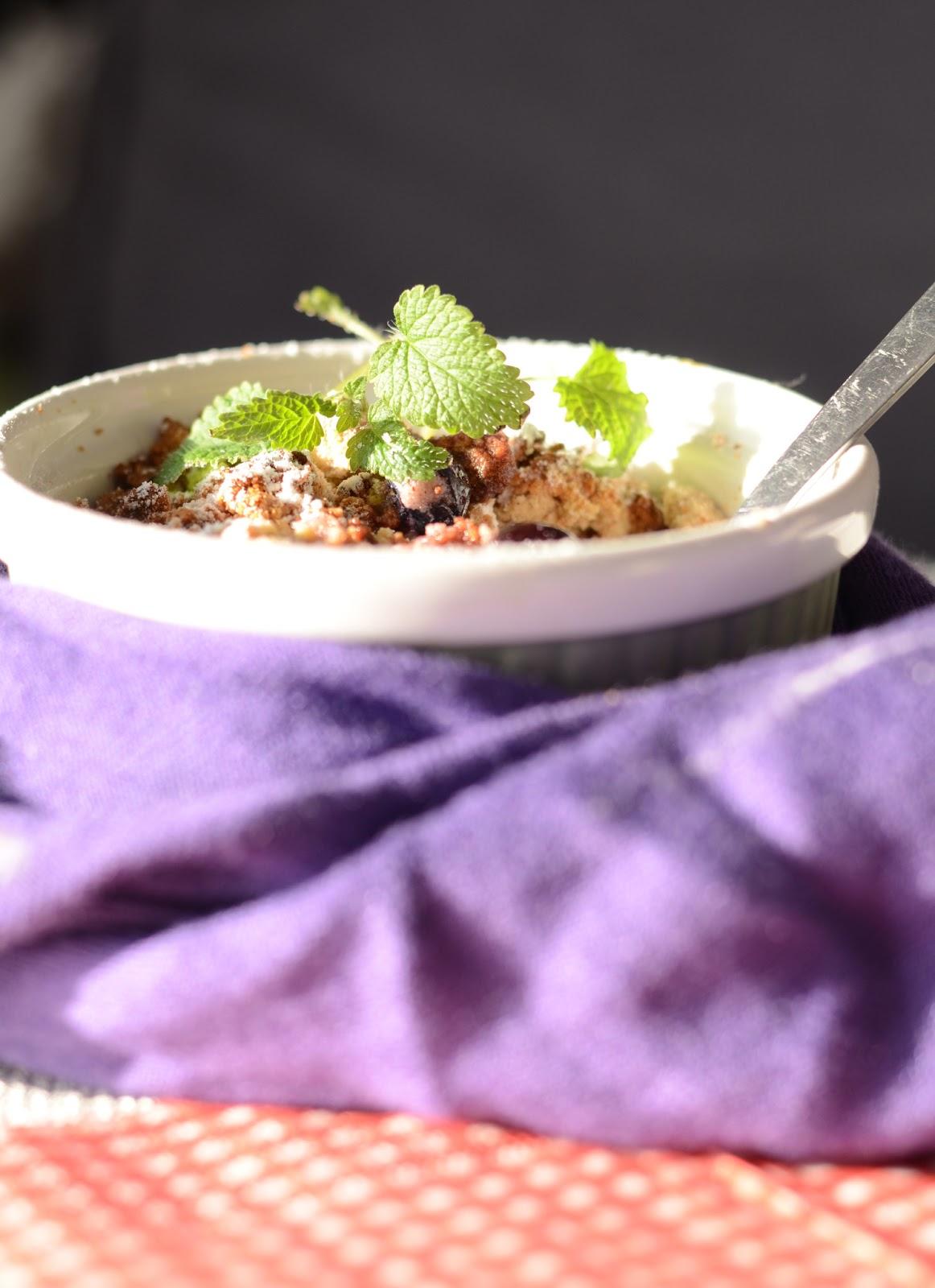 owoce pod kruszonką, borówki pod kruszonką, mąka z kasztanów
