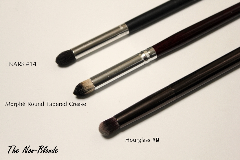 tapered crease brush. the round tapered crease brush is bigger of two and you can see that it\u0027s comparable in size (only!) to hourglass #9 nars #14. p