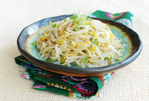 Sukju Namul (Seasoned Mung Bean Sprouts) - Korean Bapsang