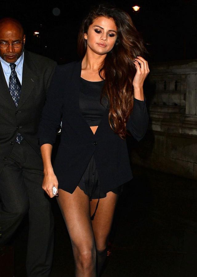 Selena Gómez también tiene buenas piernas
