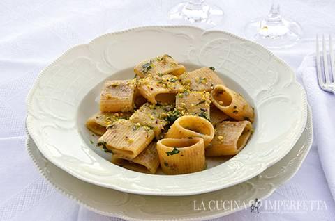 Pasta acciughe e pistacchi