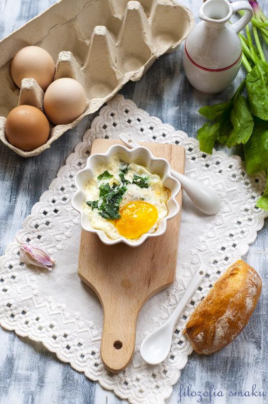 Jajka zapiekane ze szpinakiem przepis