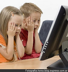 En verano muchos niños pasan mucho tiempo sin vigilancia paterna. Diez consejos para que un ordenador conectado a Internet no se convierta en una fuente de problemas. Es verano, y los niños disponen de largas jornadas de ocio. También los hay que pasan muchas horas solos en casa, si sus padres trabajan y no pueden ocuparse de ellos. En esos caos, un ordenador conectado a Internet puede convertirse en una seria amenaza. ESET ha preparado un decálogo de buenas prácticas para padres con el fin de mantener a sus hijos seguros en el ciberespacio. Cinco consejos para los padres: 1.