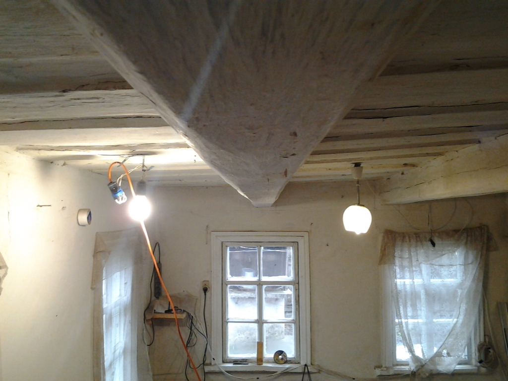 Как отремонтировать потолок в старом доме