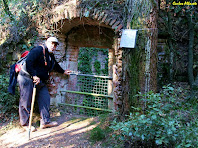 Porta d'accés al Pou del Prat de Dalt. Autor: Carlos Albacete