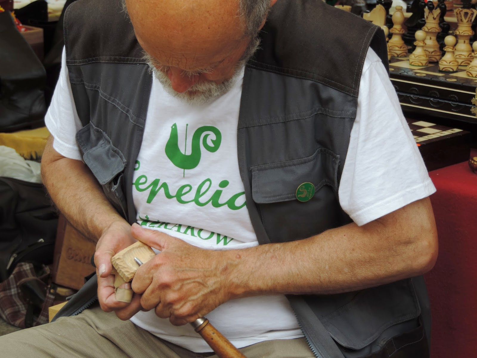 "Festiwal ""Cepelia"" - praca rzeźbiarza 