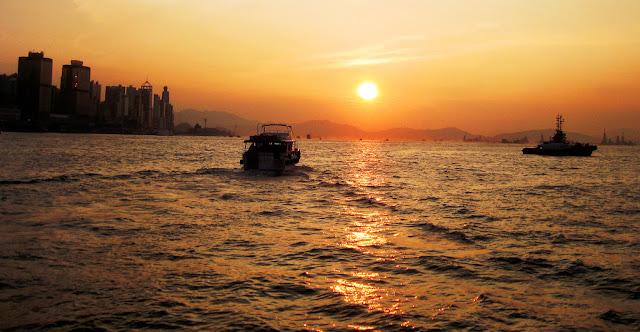 Hong Kong Sonnenuntergang by Norman Schultz