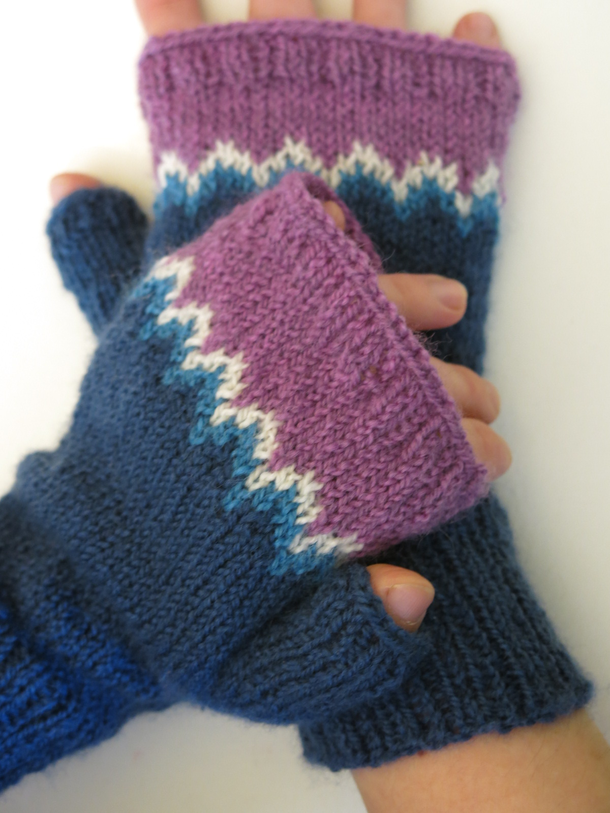 colourwork colorwork mitts mittens gloves knitting pattern