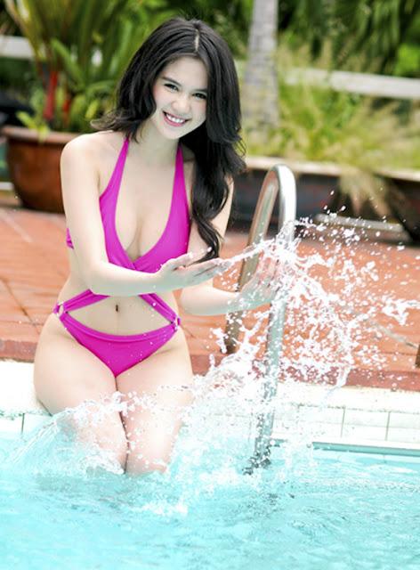 Hình ảnh đẹp Ngọc trinh bikini bên bể bơi