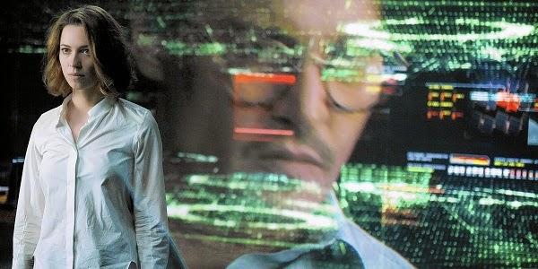 Rebecca Hall e Johnny Depp em TRANSCENDENCE - A REVOLUÇÃO (Transcendence)