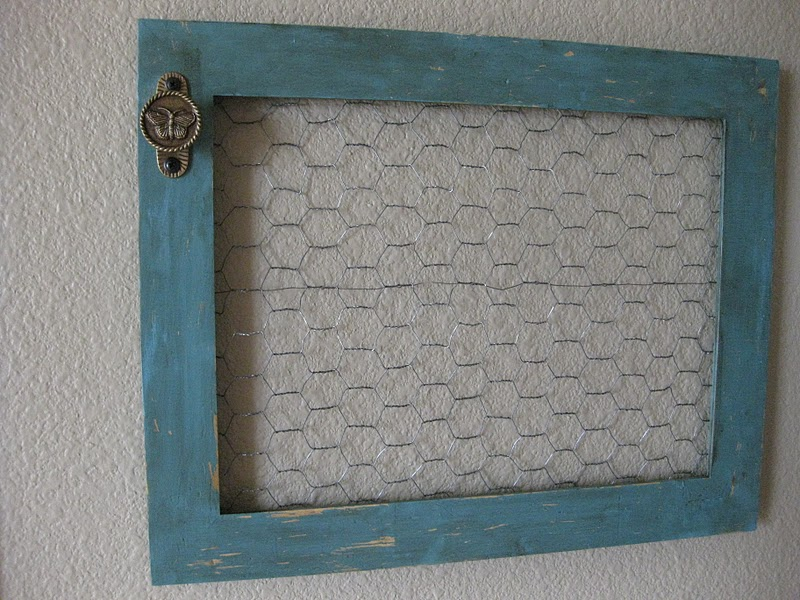 2chunky goodwill frame 1 bluegrey paint distessing chicken wire brownblue ribbon