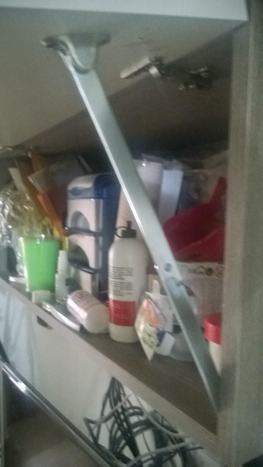 Supermodding riparazione pensile cucina sala senza pistoncini