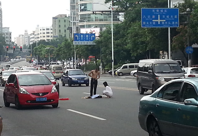 Naked Couple Stop Traffic During Blazing Row In China