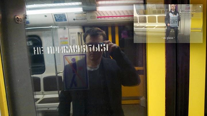 Таганско-Краснопресненская линия метро ночью: очки настаивают на том, что человек, вышедший на предыдущей остановке, по-прежнему едет с нами.