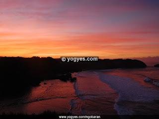 sunset Wisata Pantai Ngobaran Gumungkidul Yogyakarta