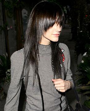 extream fashion ashlee simpson black hair