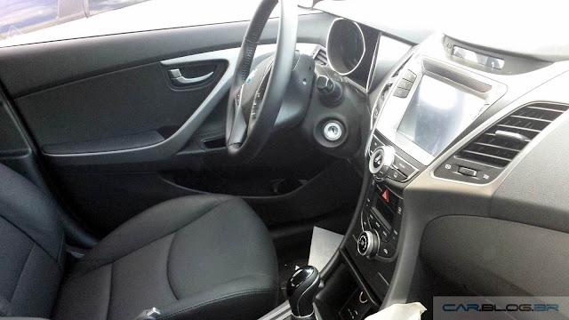 Hyundai Elantra 2016 - vermelho